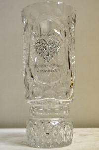 ваза с гравировкой в подарок молодоженам