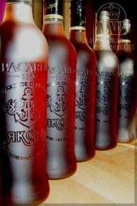 гравировка на бутылках рома